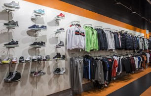 Foot Korner, agencement magasin sportswear, boutique prêt à porter