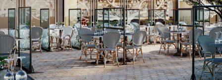 Cloison autoportante de protection sanitaire SOFADI pour les terrasses de restaurants