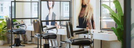 Cloison autoportante de protection pour salon de coiffure